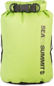 Sea to Summit Dry Bag // Get essential tips for comfortably carrying & hiking with a camera and learn how to protect your gear from getting damaged on the trail.