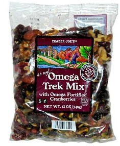 Trader Joe's Trail Mix // Simple lightweight backpacking food ideas from breakfast to dinner. These are delicious, easy to prepare & require little cleanup.