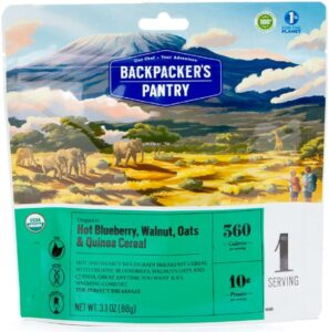 Backpacker's Pantry Oatmeal // Easy lightweight backpacking food ideas from breakfast to dinner. These are delicious, easy to prepare & require little cleanup.