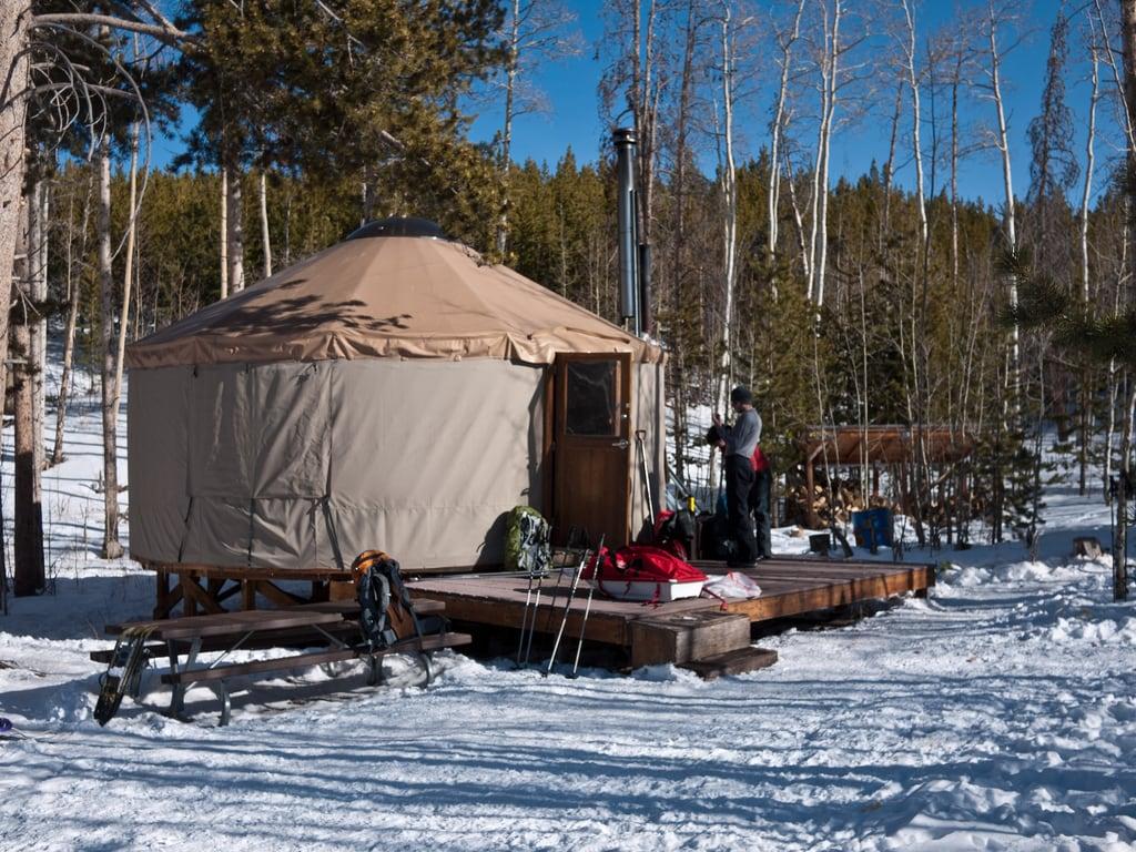 best-snowshoeing-destinations-Lily-Lake-utah