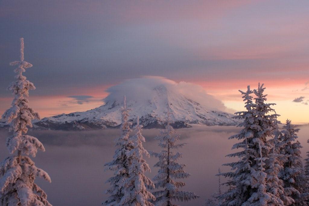 best-snowshoeing-destinations-mt-rainier-washington