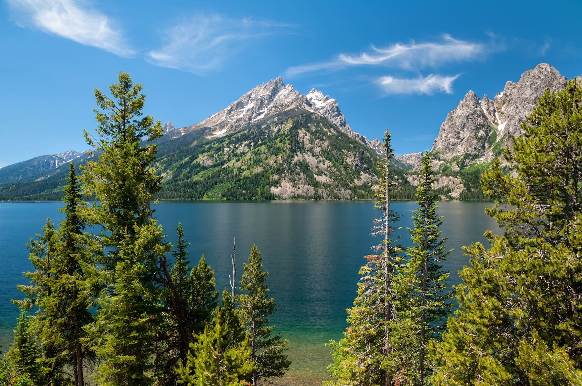 Jenny Lake // Follow this detailed 7-day Teton and Yellowstone road trip itinerary to travel to the best sites, hikes, and attractions in these two incredible national parks.