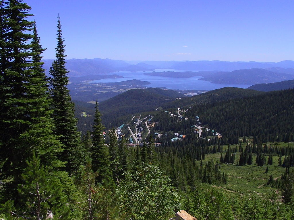 The 6 best small towns in idaho bearfoot theory for Sandpoint lodge