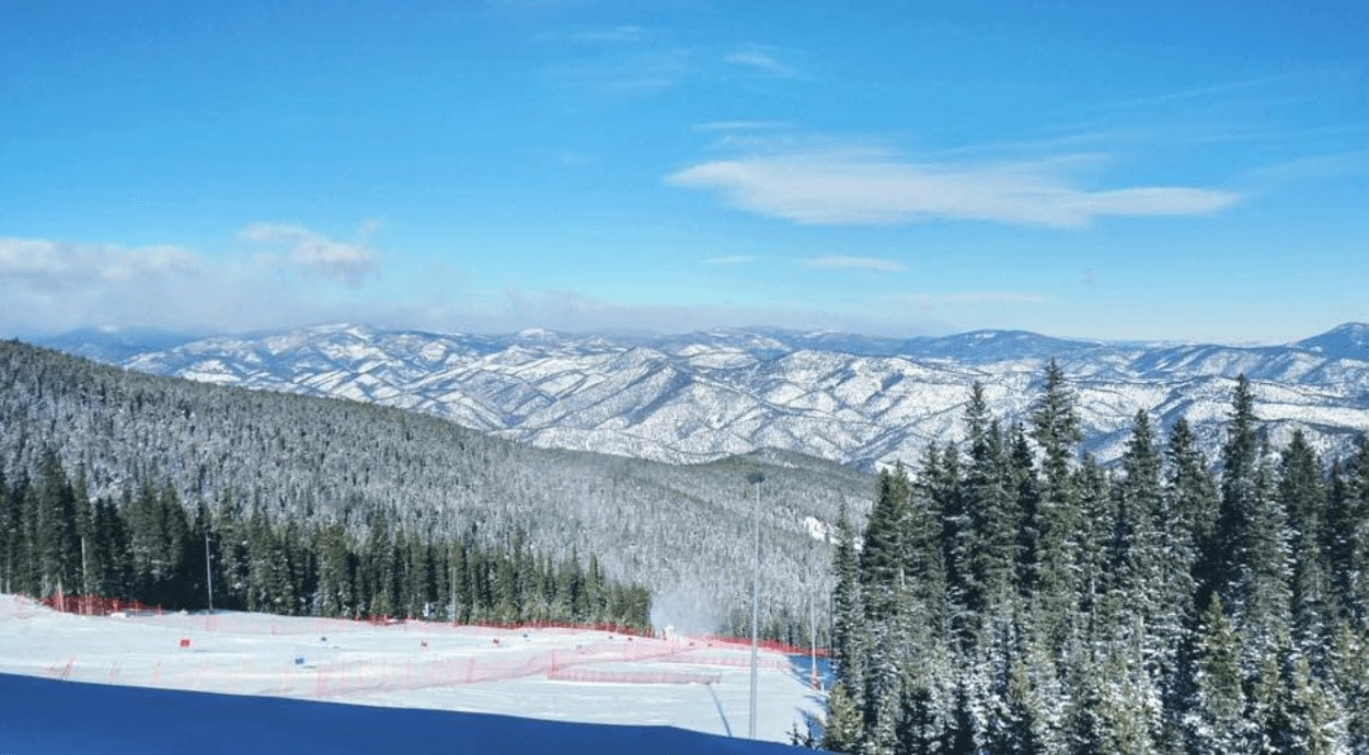 Looking for an affordable ski trip? Check out the Colorado Gems. Echo Mountain Resort