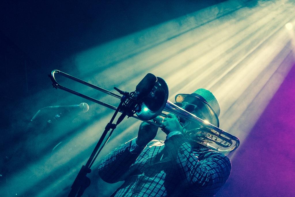 New Zealand Bucketlist: See some local live music like local reggae band Fat Freddy's Drop