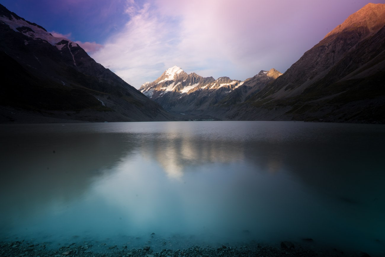 Hooker Lake in Mount Cook National Park in New Zealand