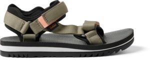 Teva Universal Trail Sandals // An essential item that makes our 3-day backpacking checklist