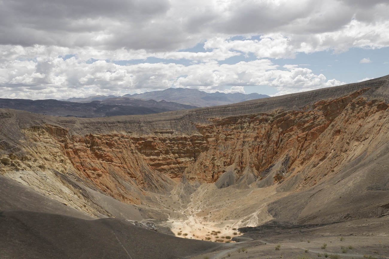Ubehebe Crater // Experience the best attractions in Death Valley National Park like sand dunes and salt flats with this 3-day Death Valley itinerary.