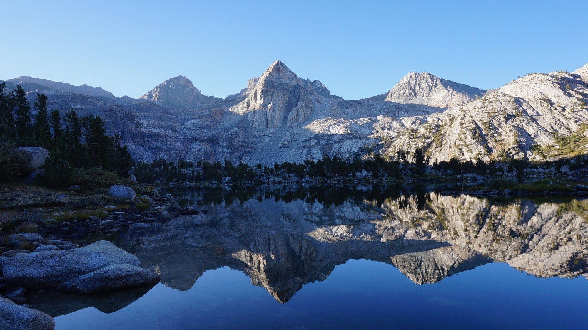 Rae Lakes // The best section hikes on the John Muir Trail that require less than a week to complete. Our detailed guide helps you plan permits, transportation and more!
