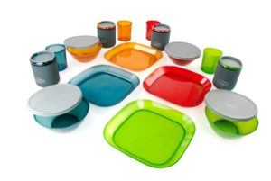 Plastic dinnerware avoids rattling in your camper van // My favorite compact kitchen essentials for cooking in a camper van. Avoid rattling, breaking, hard-to-clean messes & wasting too much space with this cooking gear.