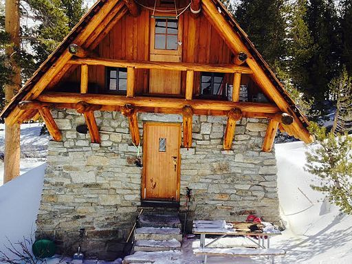 Pear Lake Hut California // Plan a fun and cozy getaway to one of these winter backcountry huts that are accessible via snowshoeing, cross-country, or backcountry skiing.