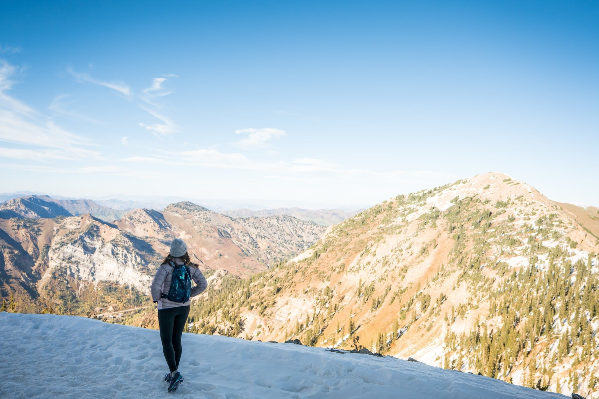 REI 18 Liter Flash Pack // Read my gear review of the best travel bags by REI that offer durability, smart design and function, while being priced lower than competing outdoor brands.
