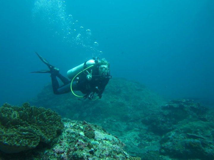 Be a SCUBA Instructor // Want to ditch the 9-5 for more time outside? Here are 10 outdoor career paths that will get you out of the cube, providing healthy work-life balance and plenty of fresh air.