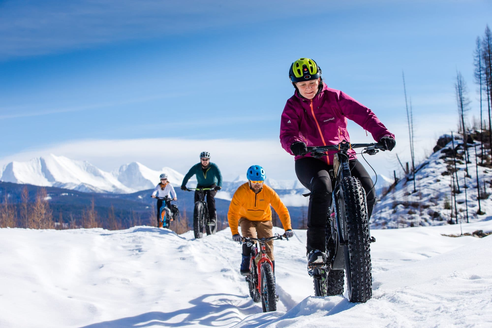 Winter fat biking in Montana // From hot springing to dog sledding to skijoring, plan an adventurous vacation to Montana in winter with these 8 outdoor winter activities.
