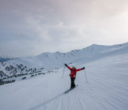 Need a boost this winter? Try skiing! Here are 8 benefits of skiing that can help improve your health, confidence, happiness, and more.