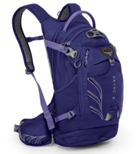 Osprey Raven 14 daypack // Headed out on a hike? Make sure you pack these top day hiking essentials to ensure you have fun and stay safe out on the trail.