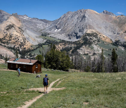 Looking to discover new hikes? Here are the best hiking apps and trail finders to help you navigate and find local trails.