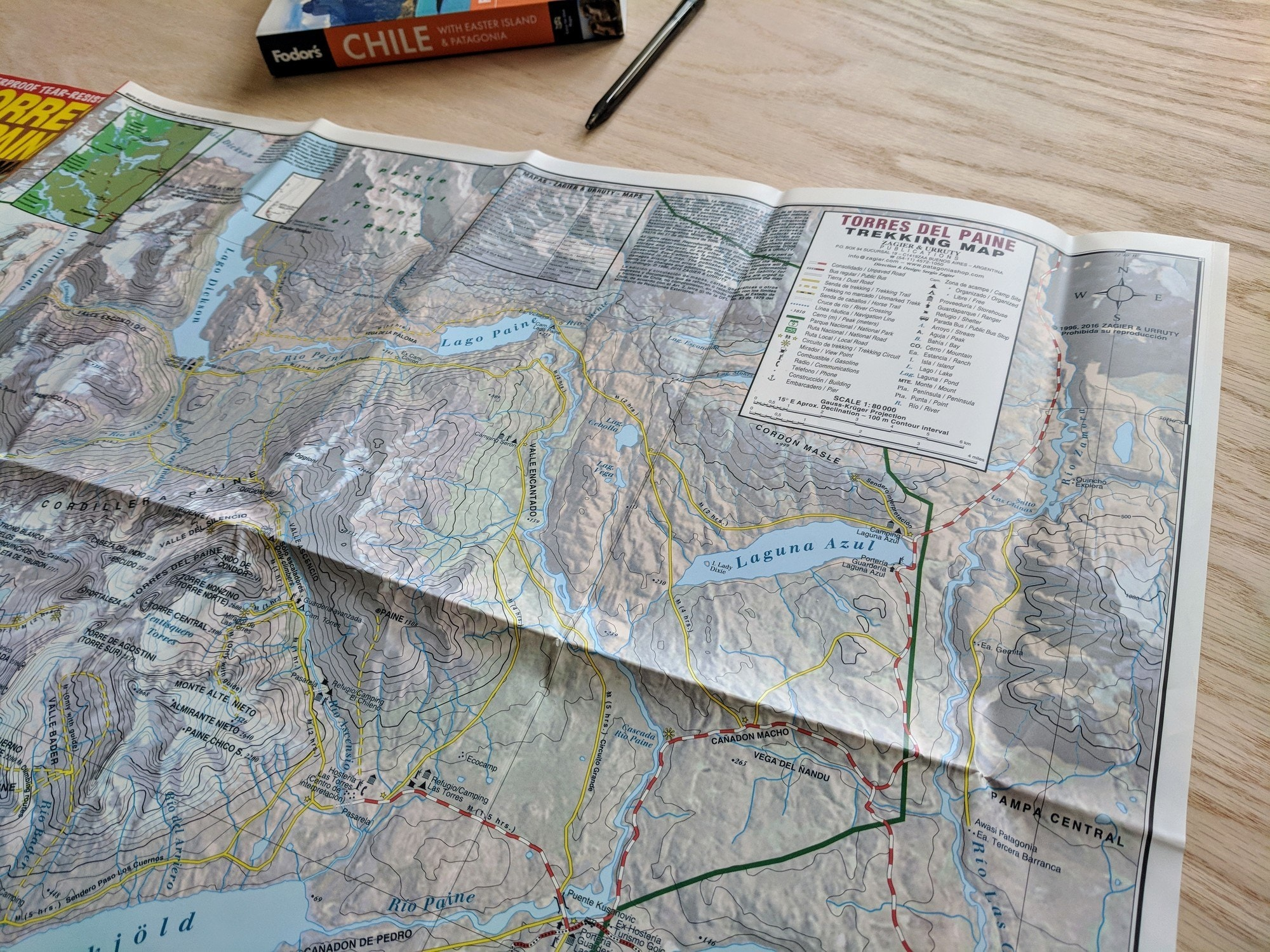 Trail map reading for hikers. Learn key features & tips for how to read a topographic map to help you navigate and understand contour lines on the trail.