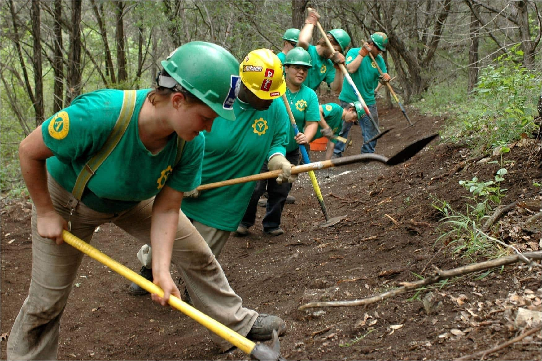 10 Volunteer Trail Organizations to Get your Hands Dirty With