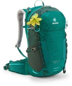 Deuter Speed Lite 22 // Check out the best hiking daypacks for women including our personal favorites and get tips for finding the right fit, capacity & technical features.
