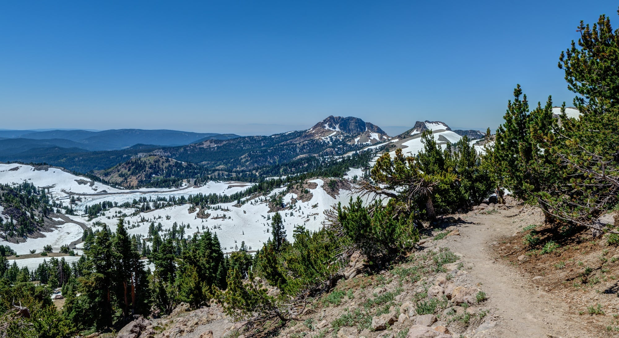Lassen Peak // Boiling hot pots, alpine lakes, and big summits. Plan your trail adventures with our round-up of the best hikes in Lassen Volcanic Park in northern California.
