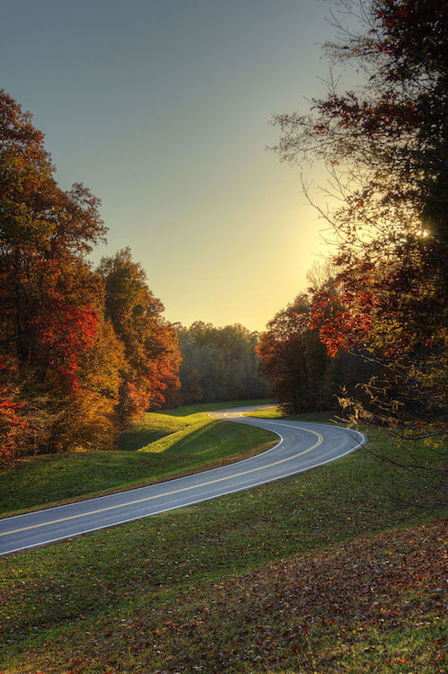 Natchez Trace Parkway // Check out the best National Parks to visit in the fall for fall colors and foliage. Enjoy autumn in these 10 great parks.