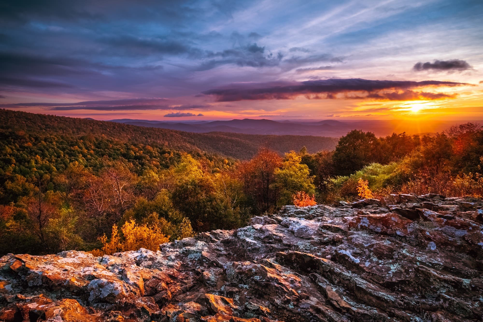 Shenendoah National Park // Check out the best National Parks to visit in fall for the a leaf-peeping vacation. Get tips for seeing the fall colors from the car or the trail.