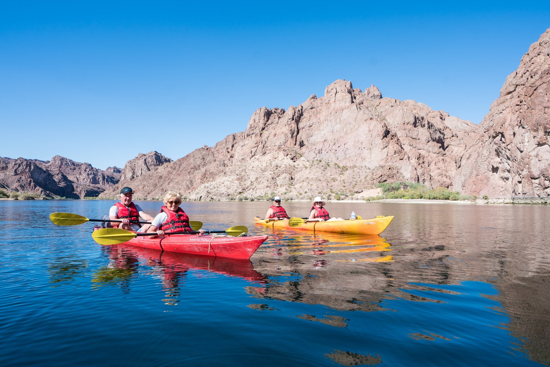 Single vs double kayaks // Build confidence with these kayaking tips for beginners. Learn about different types of kayaks, what to wear, how to paddle & trip planning considerations.