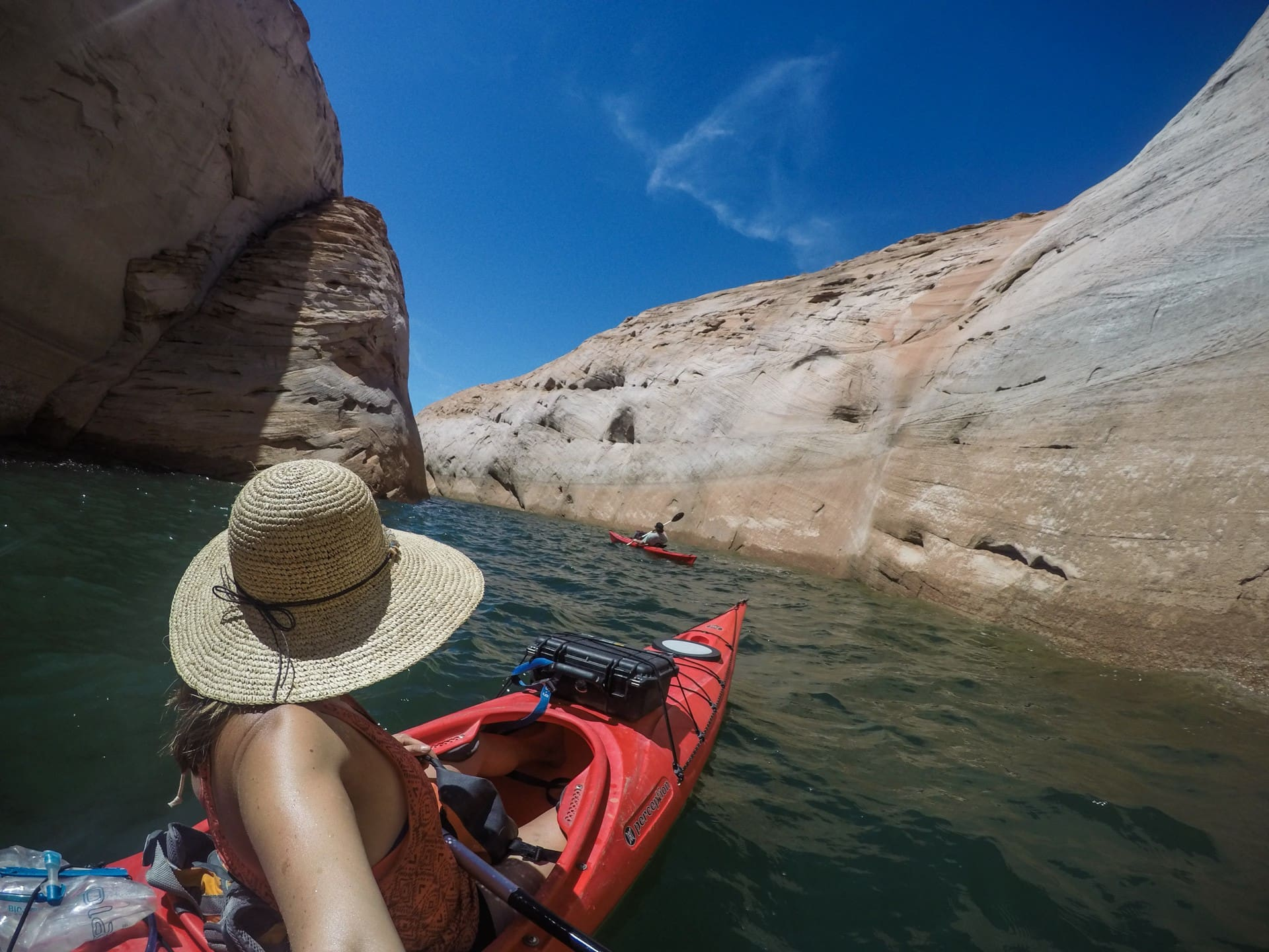 How to sit in a kayak // Build confidence with these beginner kayaking tips. Learn about different types of kayaks, what to wear, how to paddle & trip planning considerations.