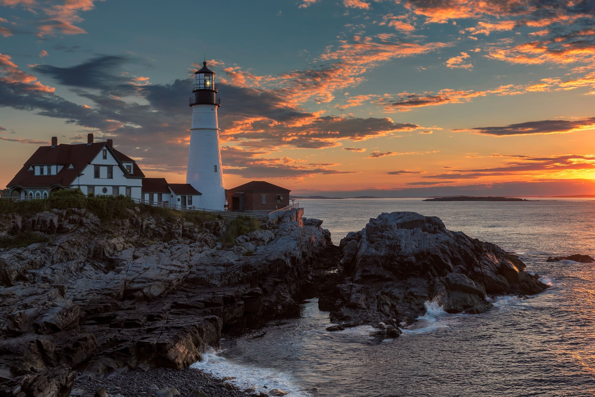 Plan an adventurous trip to Portland, Maine! Here are 12 things to do in Portland that will get you outdoors, exploring town & finding the best places to eat/drink.