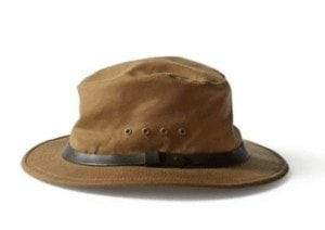 Water-repellent, crushable and cute, the Filson Packer Hat goes with you wherever you need it to. Simply toss it in your pack and then on your head for sun protection, bad hair days and beyond.