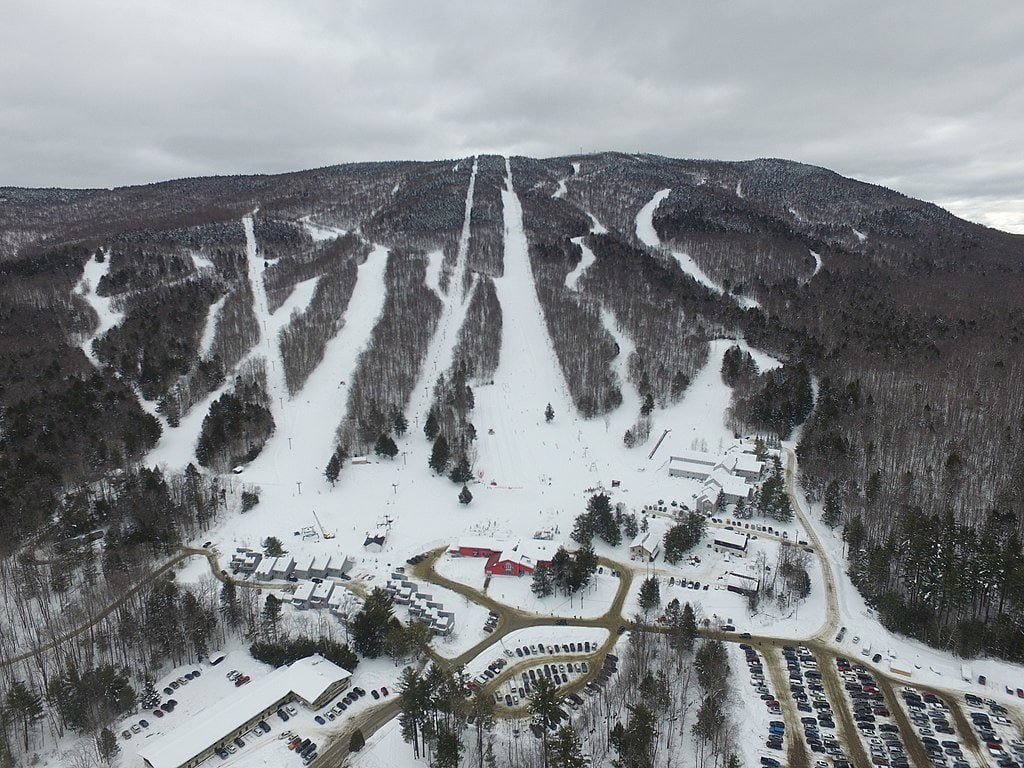Magic Mountain / Looking for some great East Coast ski slopes to learn to ski on? Read our list of the best New England ski resorts that are perfect for beginners.