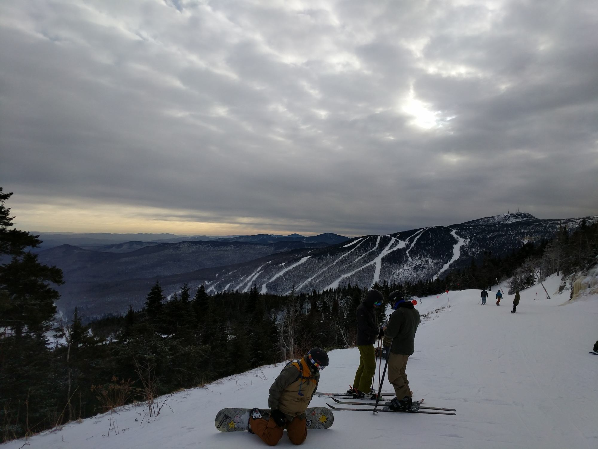 Stowe Mountain / Looking for some great East Coast ski slopes to learn to ski on? Read our list of the best New England ski resorts that are perfect for beginners.