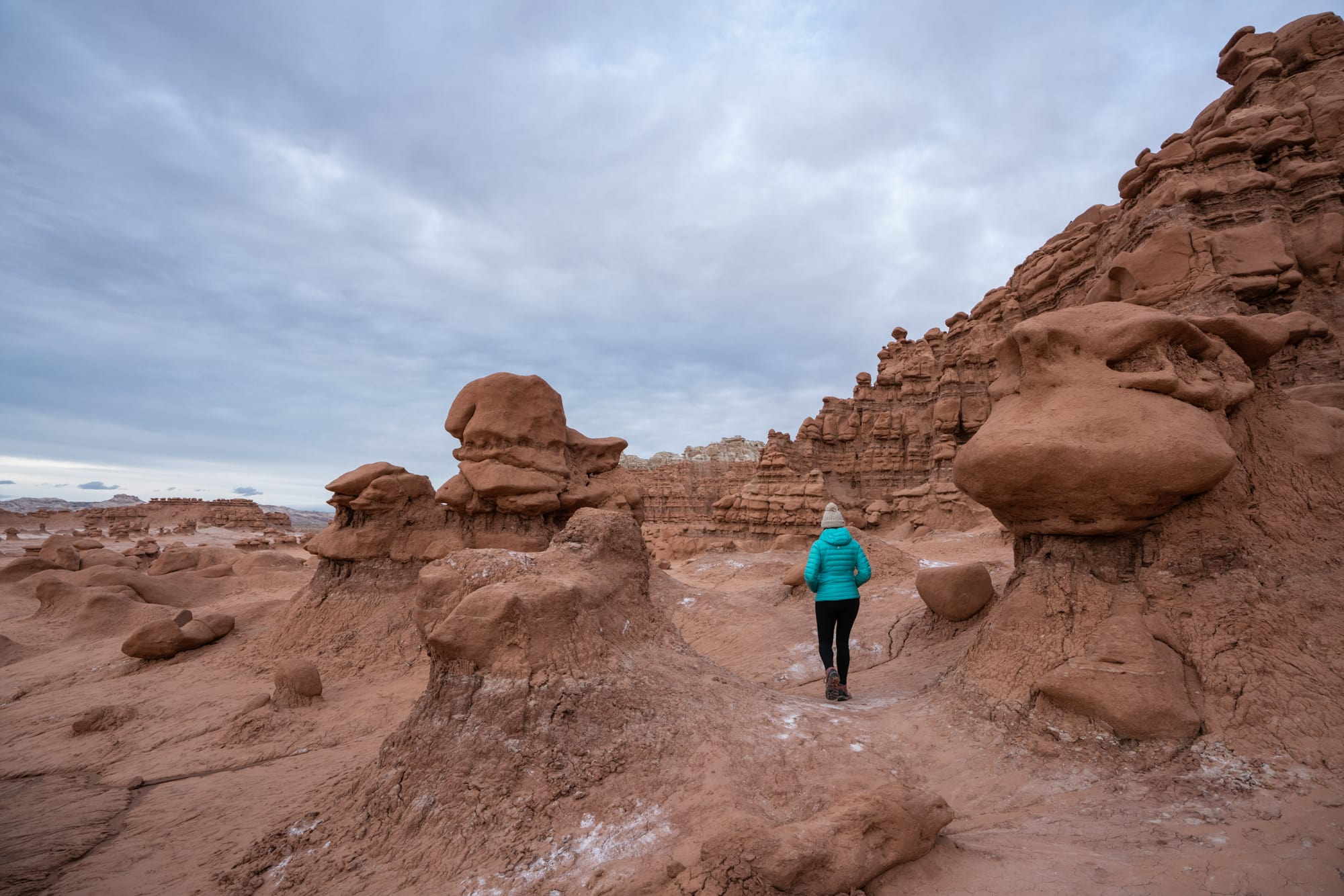 A complete guide to the best Utah state parks for hiking, camping and site seeing. From slot canyons to viewpoints we share our favorite hikes in each.