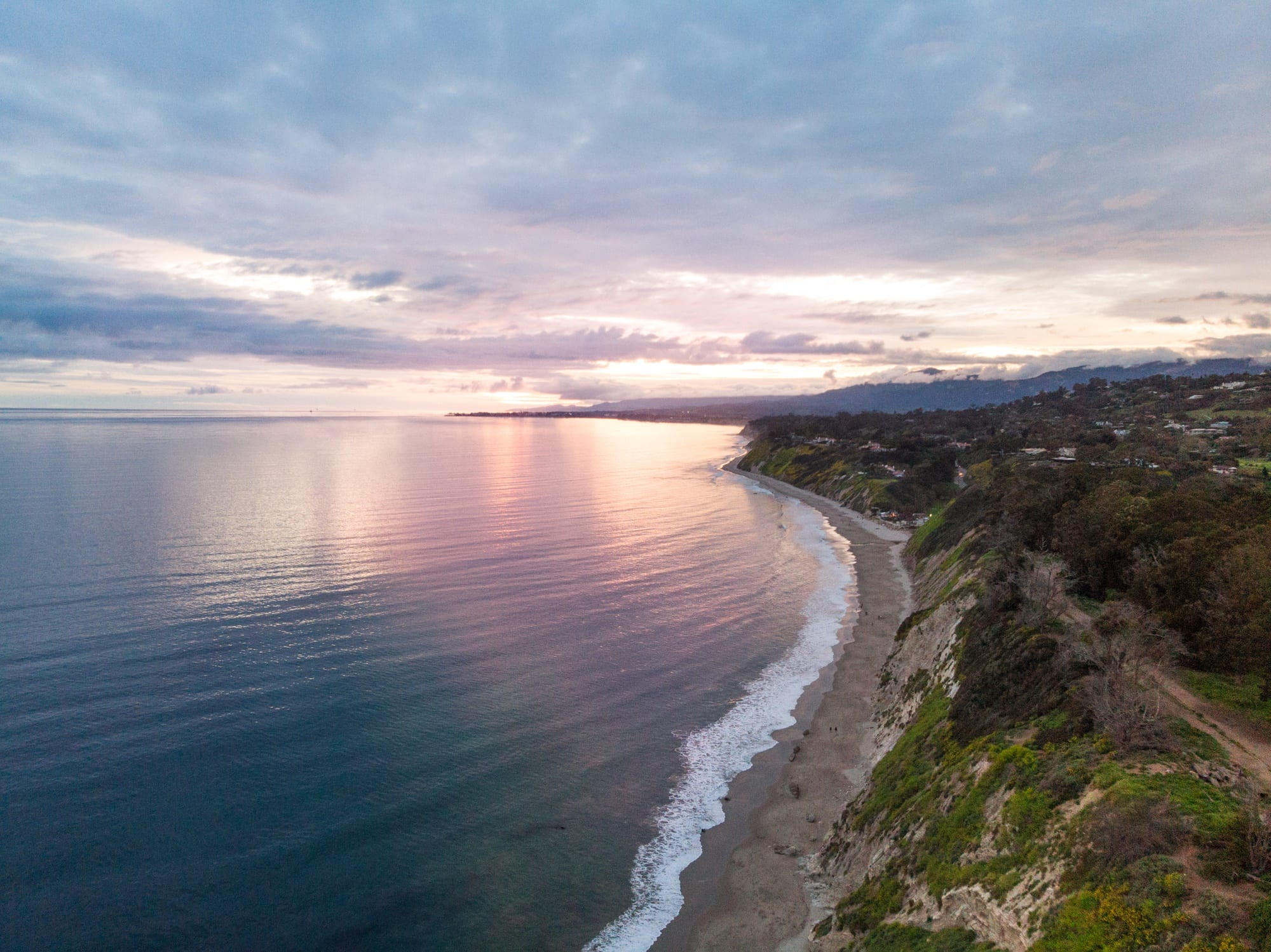 Santa Barbara Hendrys Beach // A 6 day california coast road trip itinerary that combines outdoor adventure travel and local California beach town culture.