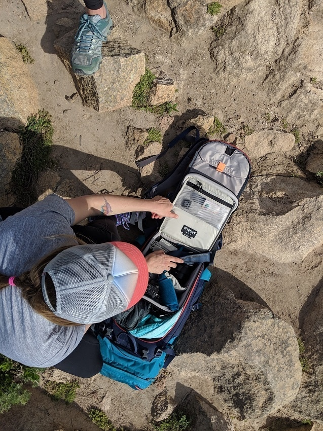Deuter Rise Backpack // Get tips for comfortably carrying & hiking with a camera and learn how to protect your gear from getting damaged on the trail.