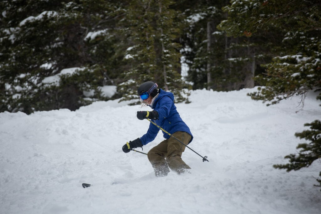 Learn how to ski this winter with these top 10 beginner skier tips for adults. Find advice on gear, technique, form, lessons & more!