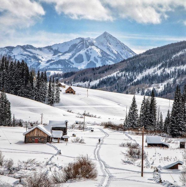 Gothic Trail // Enjoy the winter wonderland of Crested Butte Colorado for skiing, biking, good food, and more. Check out this complete Crested Butte winter travel guide!