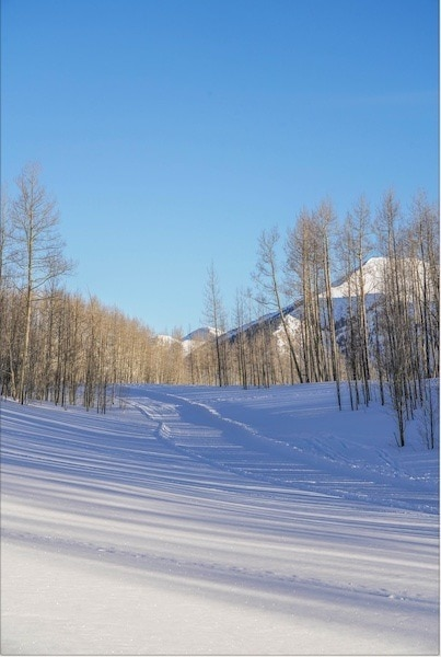 Snodgrass Trail // Enjoy the winter wonderland of Crested Butte Colorado for skiing, biking, good food, and more. Check out this complete Crested Butte winter travel guide!