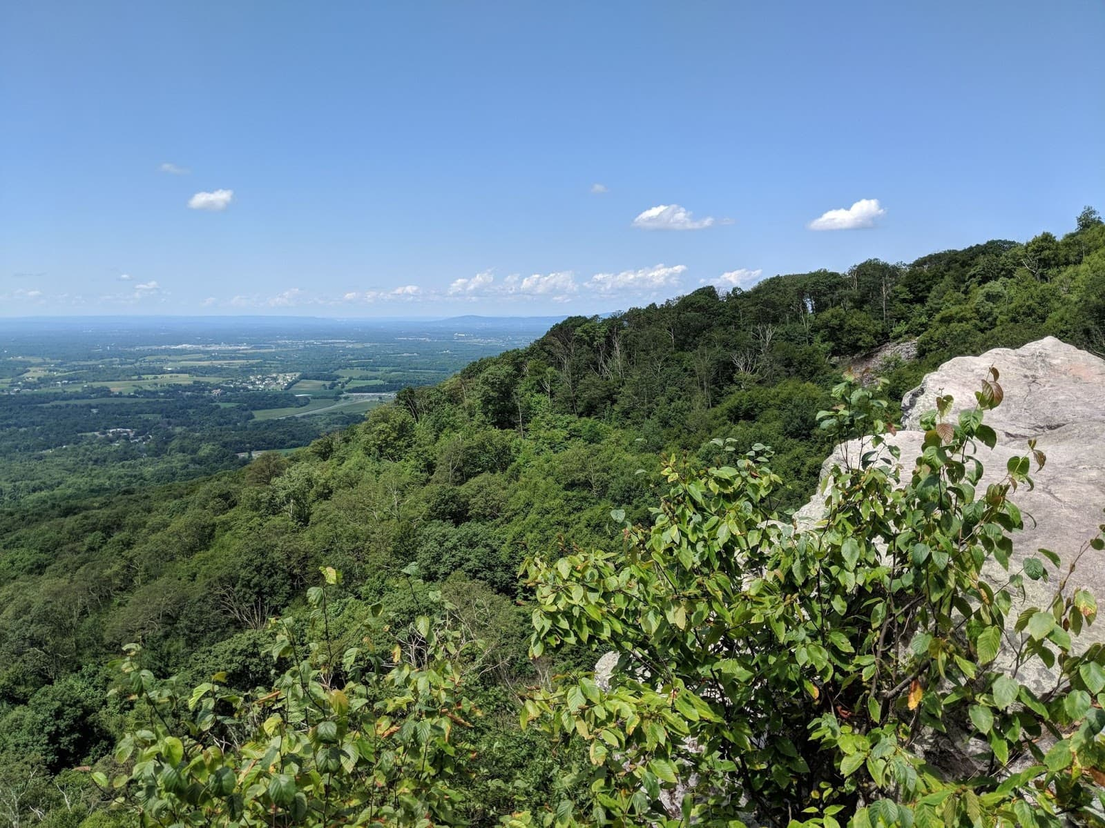 Annapolis Rock // Looking for the best hikes in Maryland? Here are our 7 favorite Maryland trails including distances, descriptions, and local tips.