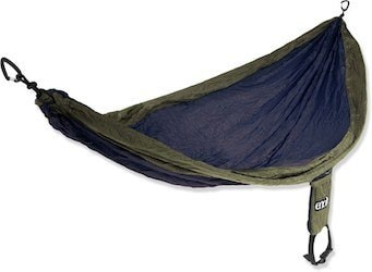 ENO Hammock // Find the ultimate gifts for outdoor lovers with our 2020 holiday gift guide featuring ideas for hikers, van lifers, travelers, skiers & more.