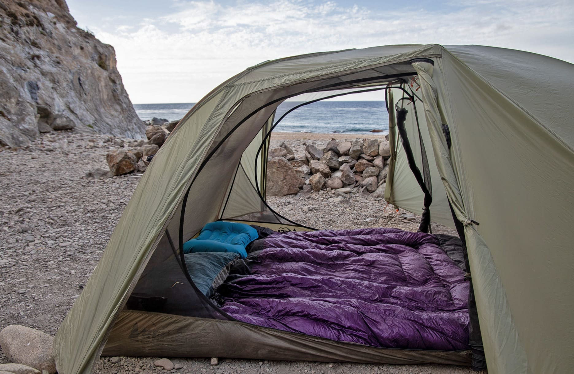 Sleeping back or quilt when backpacking? We've got options for both with our guide to the best sleeping bags for backpacking in 2021. The best sleeping bags for backpacking are lightweight, warm & comfortable.