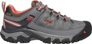 Keen Targhee Low Hiking Shoes // Get the scoop on the best women's hiking boots a d lightweight hiking shoes and learn how to choose the best hiking boots for you.