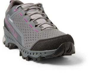 La Sportiva Spire GTX Low Hiking Shoe // Get the scoop on the best women's hiking boots a d lightweight hiking shoes and learn how to choose the best hiking boots for you.