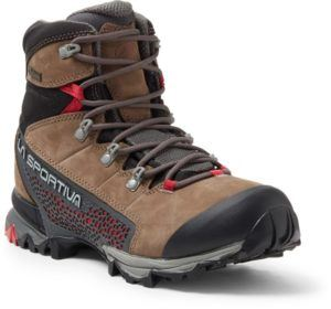 The Best Women S Hiking Boots Of 2020 Bearfoot Theory