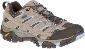 Merrell Moab 2 Hiking Shoes // Get the scoop on the best women's hiking boots a d lightweight hiking shoes and learn how to choose the best hiking boots for you.