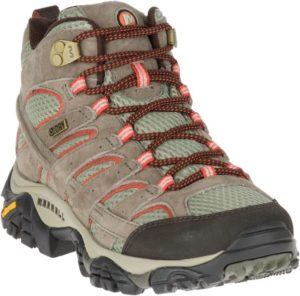 Merrell Moab 2 WP Hiking Boots // Get the scoop on the best women's hiking boots a d lightweight hiking shoes and learn how to choose the best hiking boots for you.