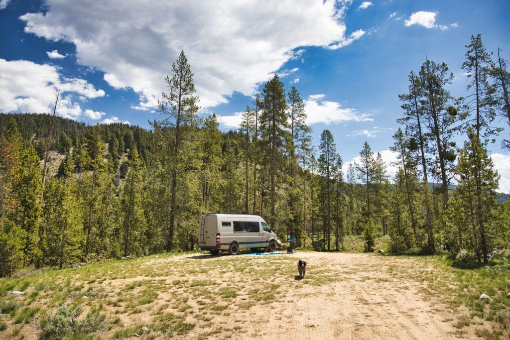 Van camping // Learn where and how to find free campsites on your next trip with this list of the best websites, apps & maps for finding dispersed camping.