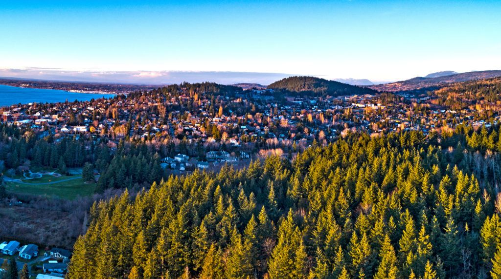 Bellingham, Washington // Plan your Washington road trip with this guide to the best stops for outdoor adventure including National Parks, towns, hikes, and more.
