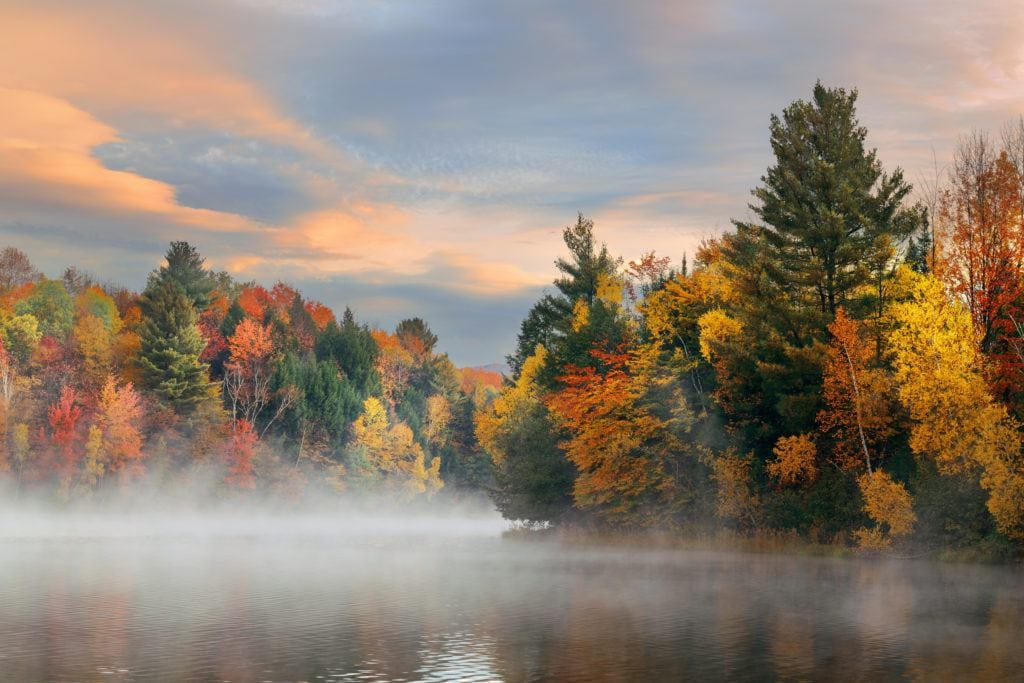 Green River Reservoir // Plan your Vermont Fall Foliage road trip with our guide on where see the best fall colors including scenic leaf-peeping drives and more.